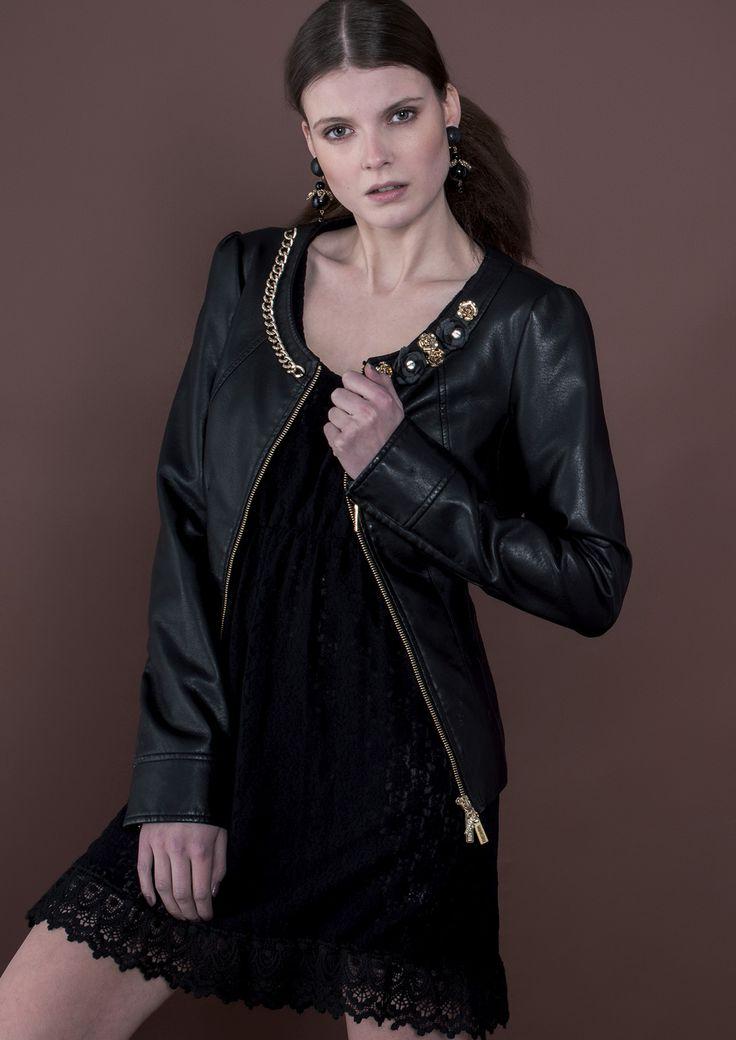 *Back to black* Let be inspired by Fracomina total black look. Black is the season's chic. http://goo.gl/yxJSZk http://goo.gl/uKDvPF