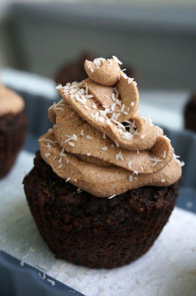 Paleo Chocolate Cupcakes #AIPfriendly #paleodesserts #gluten-freedesserts