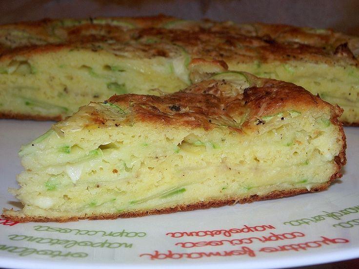 Reteta culinara Tarta cu dovlecei si cascaval din categoria Aperitive / Garnituri. Specific Romania. Cum sa faci Tarta cu dovlecei si cascaval