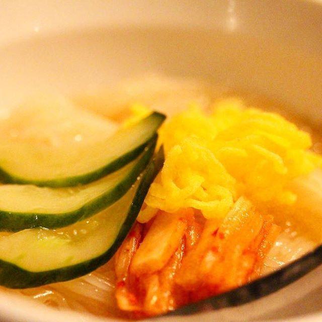 東京、経堂 . . ここの冷麺は、蕎麦粉フリーだよぅ! 蕎麦アレルギーには嬉しい! スープは盛岡冷麺とは違い 甘いからお酢がよく合う。 細麺でつるつるいける٩( 'ω' )و . . #焼肉 #焼肉屋 #焼き肉 #japanesebbq #お肉 #肉 #冷麺 #和牛 #wagyu #beef #霜降り #新店 #店内 #綺麗 #麺スタグラム #グルメ #gourmet #うまい #美味しい #おなかいっぱい #よるごはん #ごはん #dinner #ホルモン #followme #foodporn #一眼レフ #カメラ女子 #外食 #食べ歩き