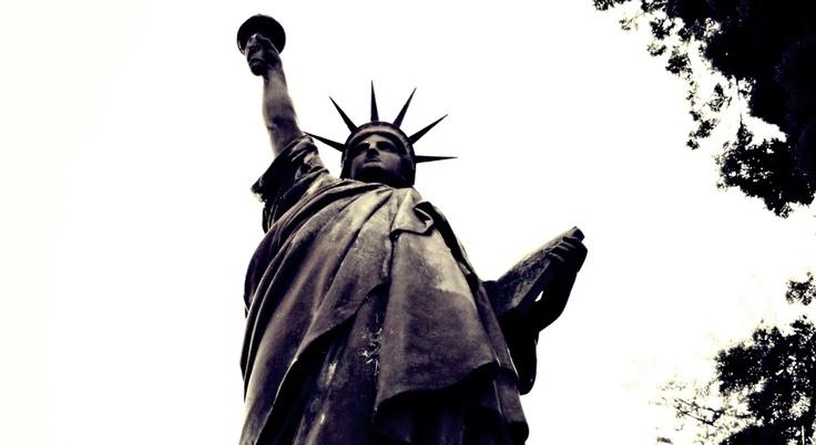 Estatua de la Libertad  Réplica del original de Frederik Augusté Bartholdi.   Barrancas de Belgrano, Buenos Aires - Marzo 2011.  Foto: Isaías Garde