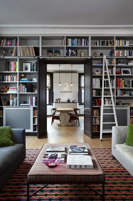Ebba Thott (Sigmar), a Notting Hill flat and a gorgeous wall of books