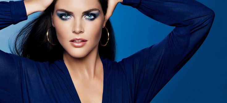 Самым популярным цветом в макияже стал синий и все варианты его оттенков. То есть, в мир моды снова возвращаются синие тени для век. В новом сезоне на подиумах модели демонстрировали ярко-голубые блестящие тени под самую бровь, нежную растушевку серо-голубых оттенков вокруг глаз с захватом линии бровей и даже легкой дымкой на лбу и скулах, наподобие […]