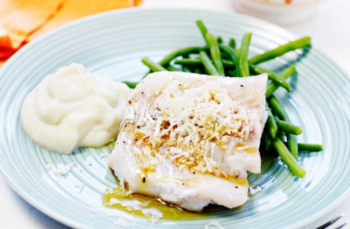 Recept på pepparrotsfisk med brynt smör och blomkålspuré.