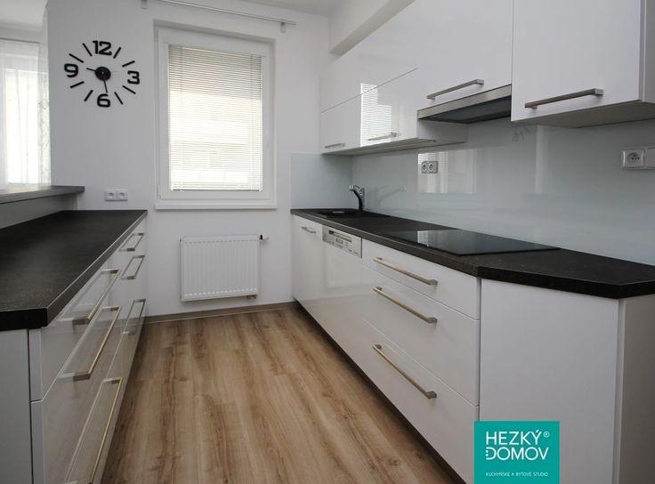 Moderní bílá kuchyně T Acrylic