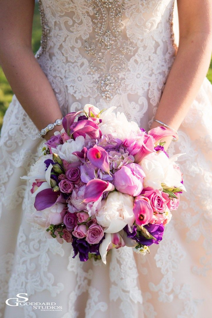Featured photographer: Goddard Studios; wedding bouquet idea