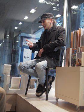 2017-03-02 / LIC / Antológia Literatúra bodka sk na večeroch Čau o piatej - Literárne informačné centrum
