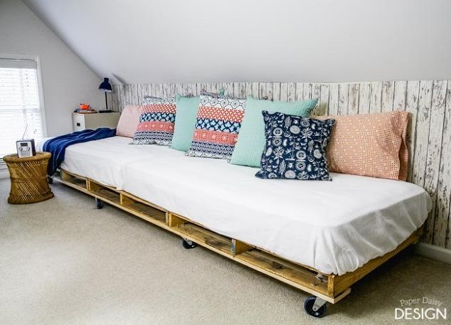 Literally No Cost And No Time To Make ! A Fabulous DIY pallet bed to Fit Anywhere !
