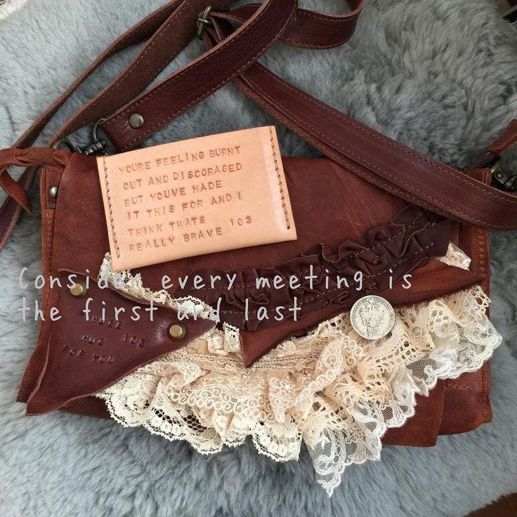 #leatherwallet   #leatherbag   #leatherwork   #leather   #レザー  #オイルレザー  #レース  #お財布ショルダー  #ヌメ革  #カード入れ  #オーダー   ICカード入れの刻印がいつもドキドキしちゃう この組み合わせも好きです★ 素敵な機会をありがとう😊完成しました💕