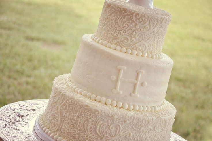 wedding cake lace frosting wedding cake detail h monogram velvet cheese 23051