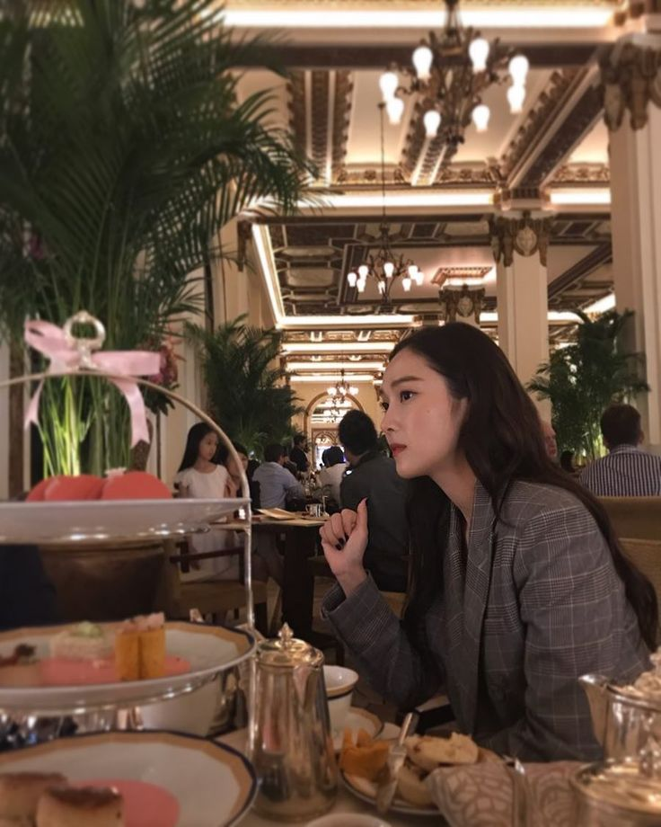 "77.9k lượt thích, 1,320 bình luận - Jessica Jung (@jessica.syj) trên Instagram: ""Afternoon tea  What's your favorite kind of tea? ( I have so many)"""