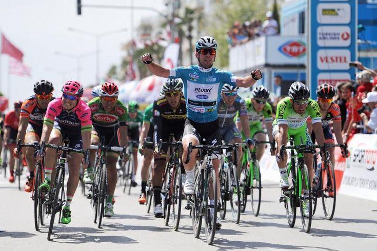 """27 апреля на веломногодневке """"Тур Турции"""" завершился второй этап. 182-километровый отрезок между Аланией и Антальей лидер гонки англичанин Марк Кавендиш, выступающий за команду EQS, преодолел за 4 час..."""