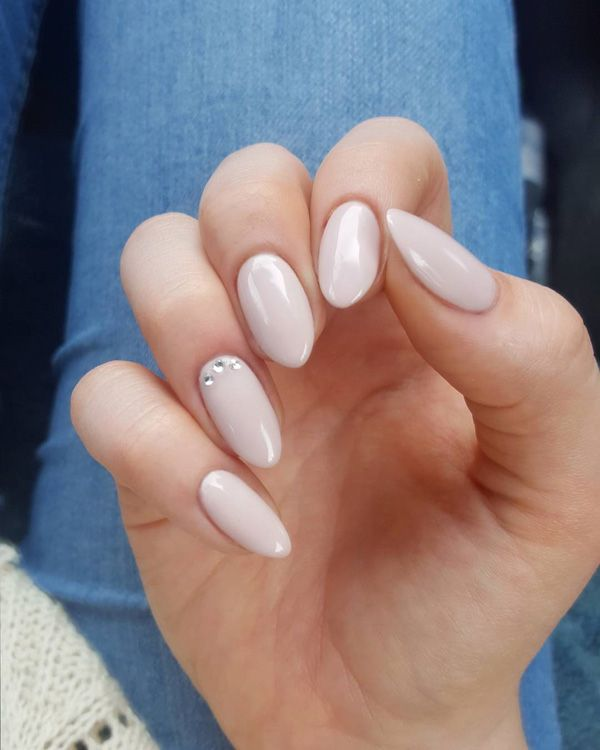 For festive occasions, choose this manicure.