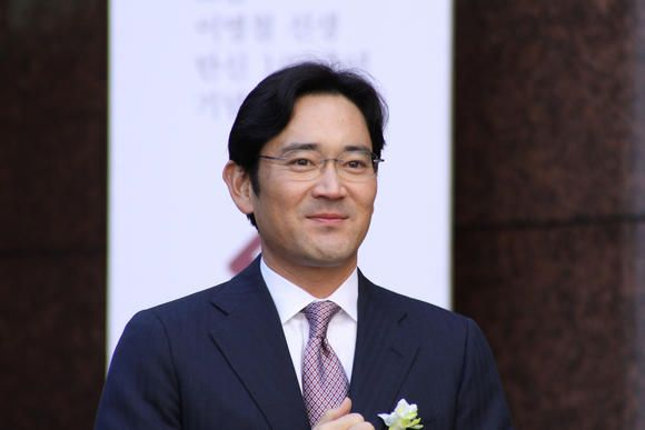 Seoul: South Korean electronics major Samsung Vice Chairman Lee Jae-yong will take greater control and responsibility in the management as a registered executive director on the board, the company said on Monday.   http://india-news-vishwagujarat.blogspot.in/2016/09/samsung-names-scion-board-of-directors.html