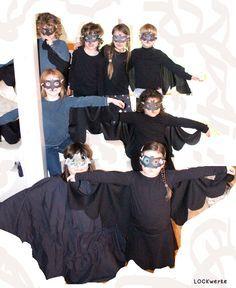 """Masken - Kuchen - Spiele        Das Motto: """"Fledermausgeburtstag"""" haben wir bei der Kindergeburtstagsfeier durchgehalten. So stand beispiel..."""