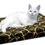 HD Catbed Giraffe - 45x55cm  HD Catbed Giraffe  HD Orthopedisch Kattenbed. (HD=Heupdysplasie)  Last van gewrichten of spieren?  Of juist om deze problemen te voorkomen? Dan is dit het juiste bed voor de kat. Dit orthopedische kattenbed is bijzonder geschikt voor katten met gewrichtsproblemen artrose of ouderdomsverschijnselen.Bovendien heeft het bed een preventieve werking om deze problemen te voorkomen. HD en ED zijn problemen die veel voorkomen. Bovenop de normale schuimrubberen vulling…
