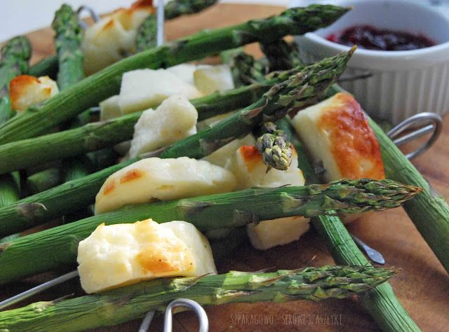 grilled asparagus and goat cheese kebabs #food