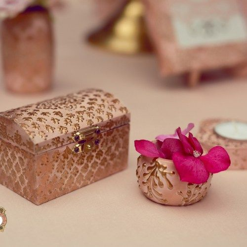 Antique Delicacy - a truly romantic collection with antique and noble…
