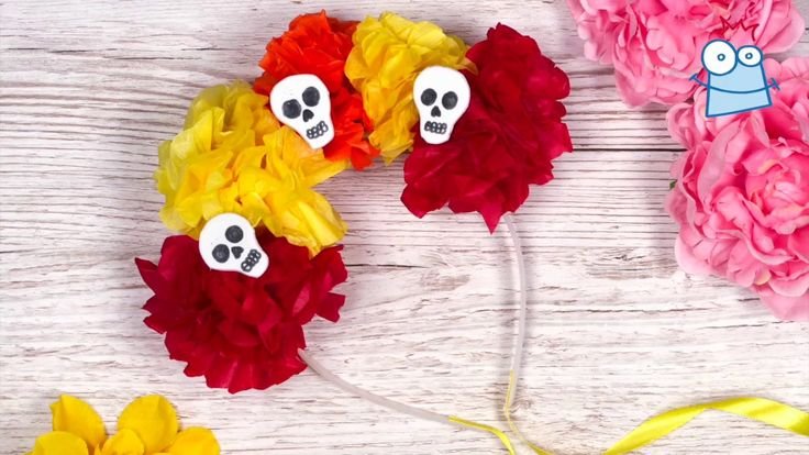 This pretty floral headband is great for a day of the dead fancy dress costume.