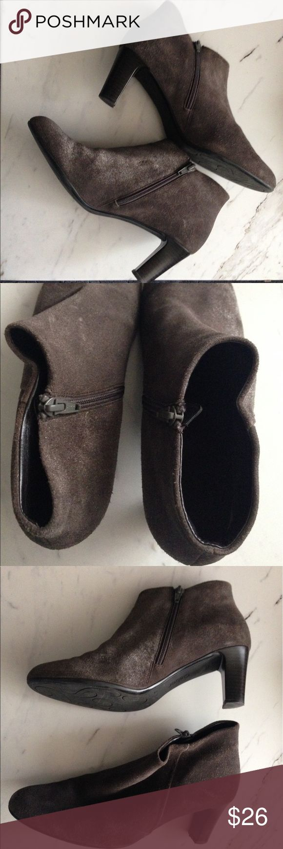 Gabor Brown Suede sparkle ankle side zip boots Gabor Ladies Brown Suede sparkle ankle side zip boots size 7-EUC! normal amount of wear around the front of both boots- not as noticeable since the boots are made of a suede material. Zips at the sides. gabor Shoes Ankle Boots & Booties