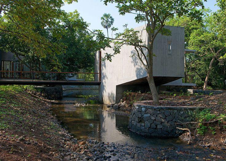 #architecture : Concrete house by Architecture Brio that bridges a stream in India