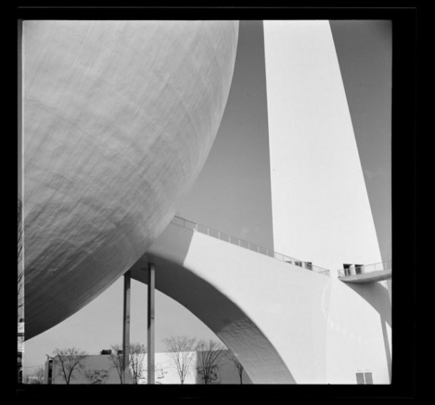 Trylon and Perisphere at the New York World's Fair, Flushing Meadows, Queens, 1939 | Photographer: Wurts Bros.