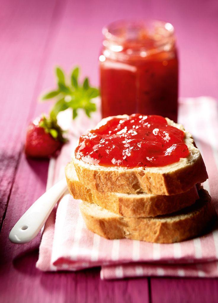 Erdbeerkonfitüre mit Waldmeister -  Eine fruchtige Konfitüre mit Erdbeeren und Waldmeisternote