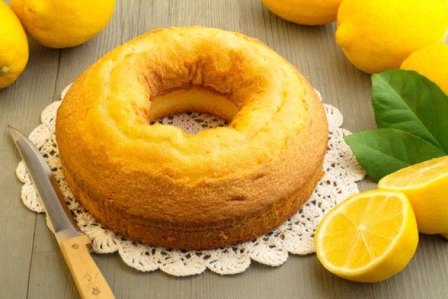 Ricetta torta al limone con albumi - una torta delicata e golosa, senza burro e senza tuorli che utilizza gli albumi di altre preparazioni con gusto e semplicità