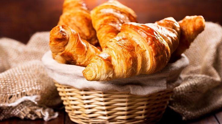 Lämpimät croissantit kruunaavat viikonloppuaamun. Copyright: Shutterstock. Kuva: Nitr .