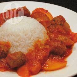 Foto recept: Gehaktballetjes met tomatensaus en perziken