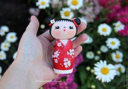 Купить или заказать Фумико - кокэси. Кукла из полимерной глины в интернет-магазине на Ярмарке Мастеров. Кукла была сделана на заказ. Фумико - японское имя означающее 'Ребенок невиданной красоты'. Кокэси, кокейси, кокеши - это традиционные японские куклы-талисманы. Куклы кокэси имеют цилиндрическое тело и прикрепленную к нему голову. Отличительной особенностью таких кукол является, отсутствие рук и ног. Издавна считается, что куколка приносит удачу в делах, благополучие в доме и гармонию в…