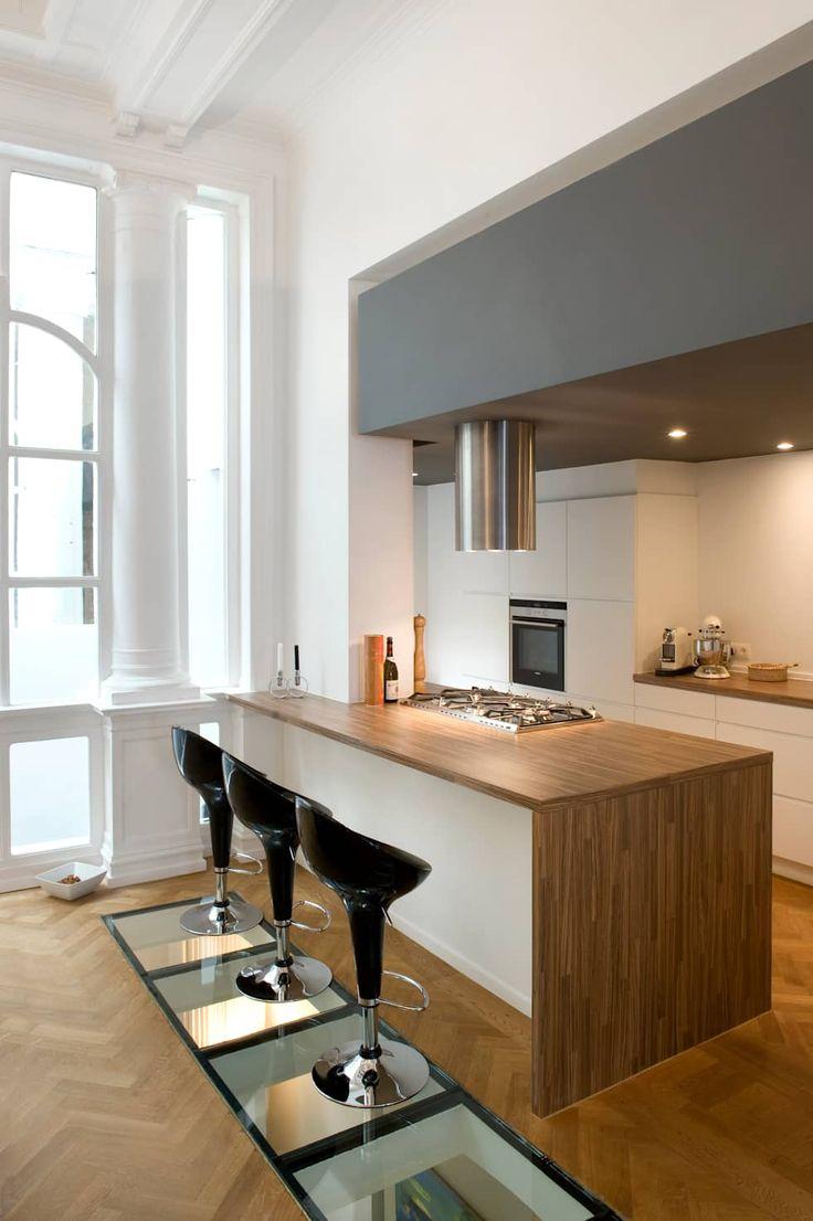 Photos de cuisine de style de style moderne une cuisine intégré avec retombé de plafond sur