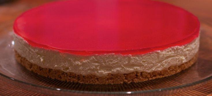 En nydelig ostekake med vanlje, sitron og bringebær blir aldri feil.