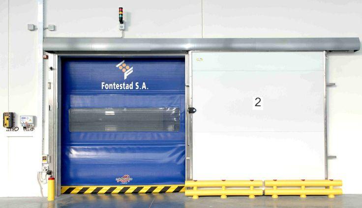 #Puerta rápida Mirflex Eco autorreparable serigrafiada y con nuestras protecciones en #Fontestad. #AngelMir #puertasrapidas #speeddoor
