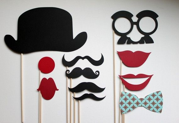 photobooth props for a circus party.