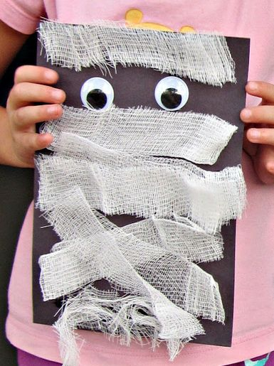 Halloween craft - gauze mummy