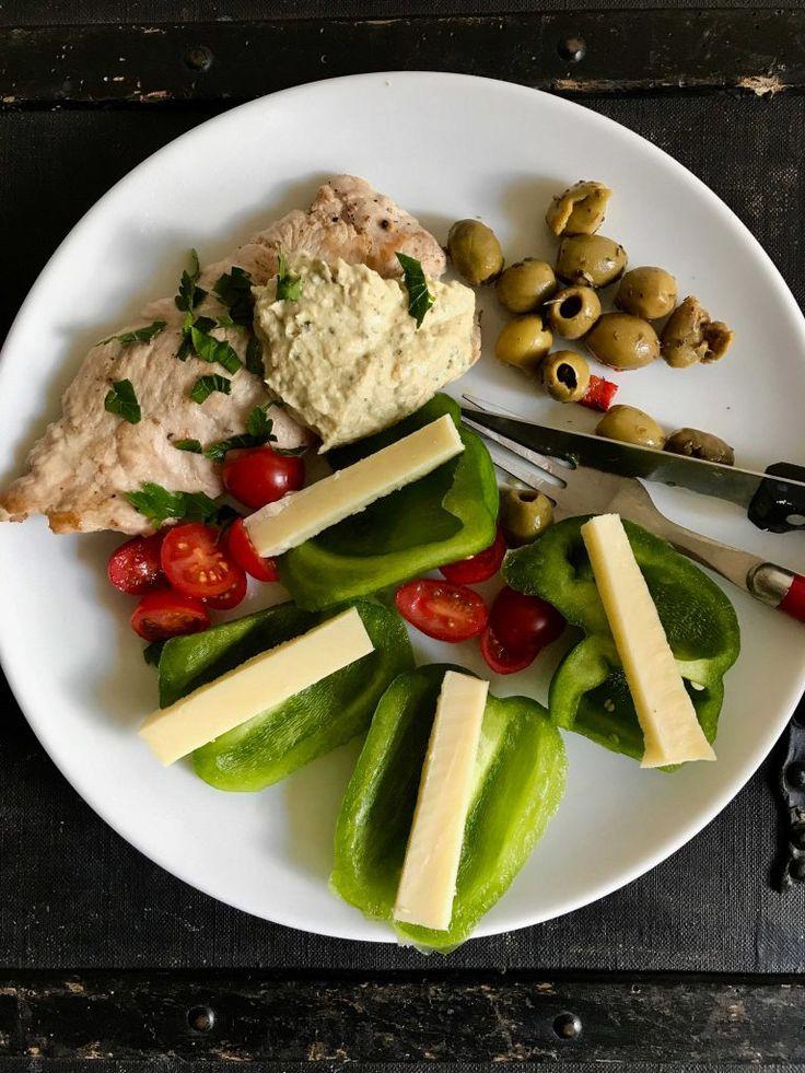 Kedelig-kalkun, humus (købt), oliven, grøn peberfrugt, ost og tomater