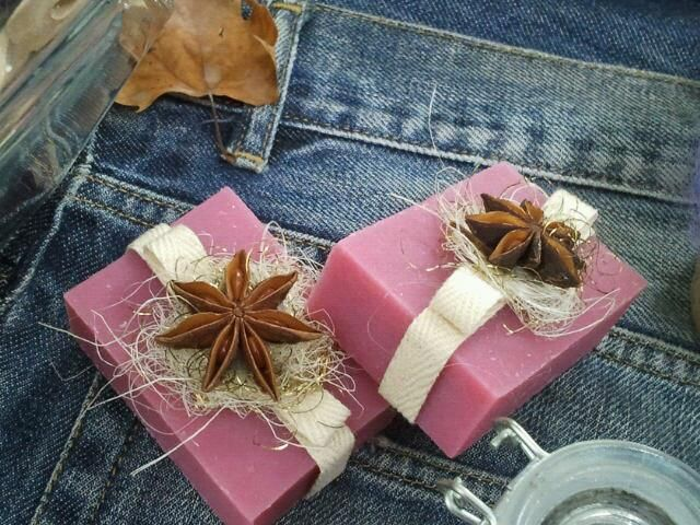 SOAP DECORATED WITH NATURAL ELEMENTS