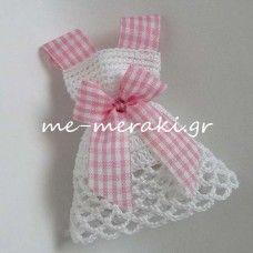 Handmade mpomponiera for christening. Μπομπονιέρα βάπτισης χειροποίητο πλεκτό φορεματάκι Με Μεράκι Μπομπονιέρες www.me-meraki.gr Me Meraki Mpomponieres ΥΦ010