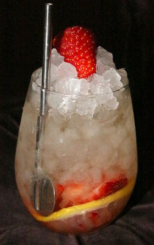 Champagne Cobbler ~ Champagne Cobbler is excellent mixed drink with delicious combination of Champagne,simple syrup and fresh strawberries.