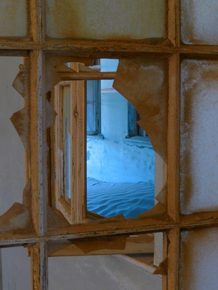 Broken window | Into The Light