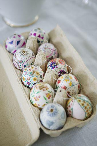 looks like mexican eggs: Easterdecor, Decor Eggs, Decor Ideas, Easter Table, Easter Crafts, Easter Decor, Easter Eggs, Eggs Cartons, Eggs Decor