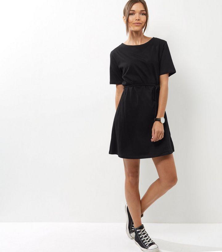 Robe tunique noire nouée à la taille à manches courtes | New Look