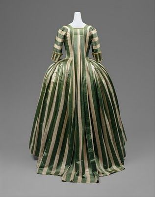 Most Favoritest 18th C Gown EVER!  When i find the fabric it will be made!