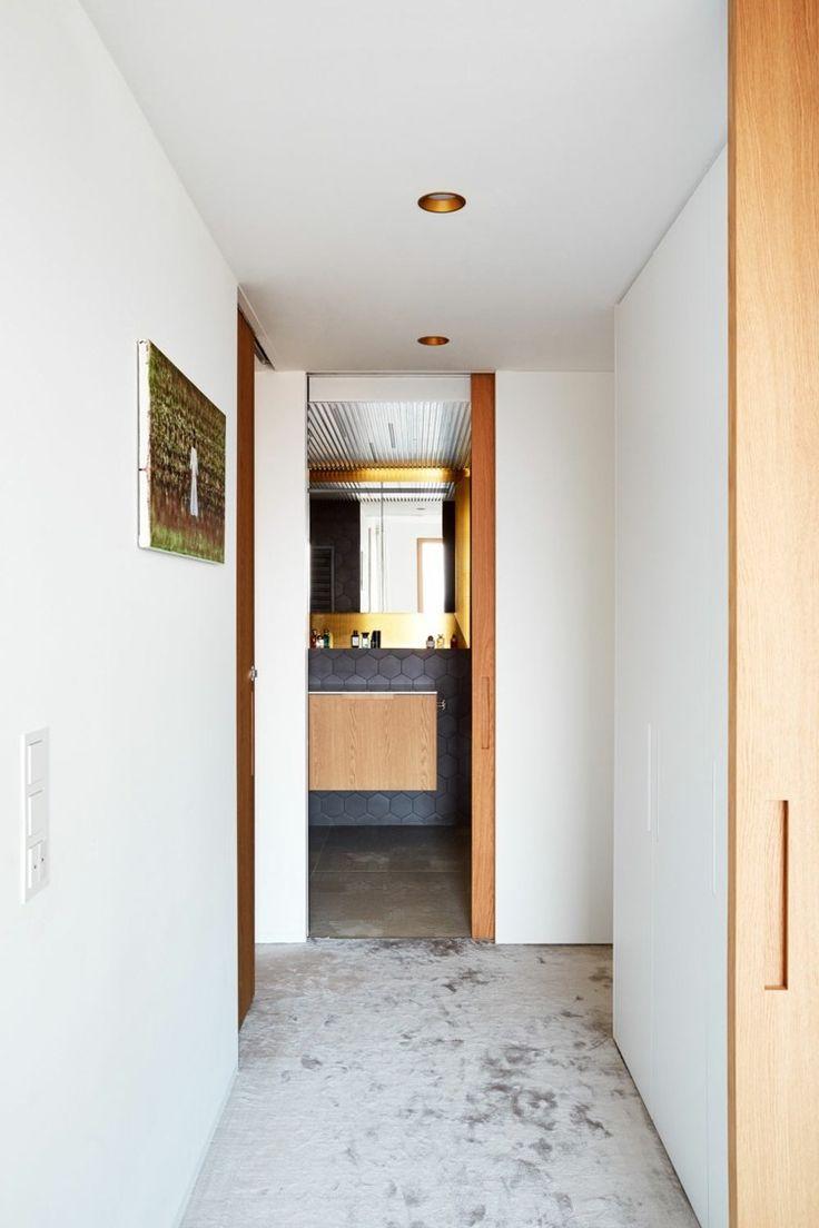 retro-facility-bathroom-idea-small-wash-cabinet-passage-simply