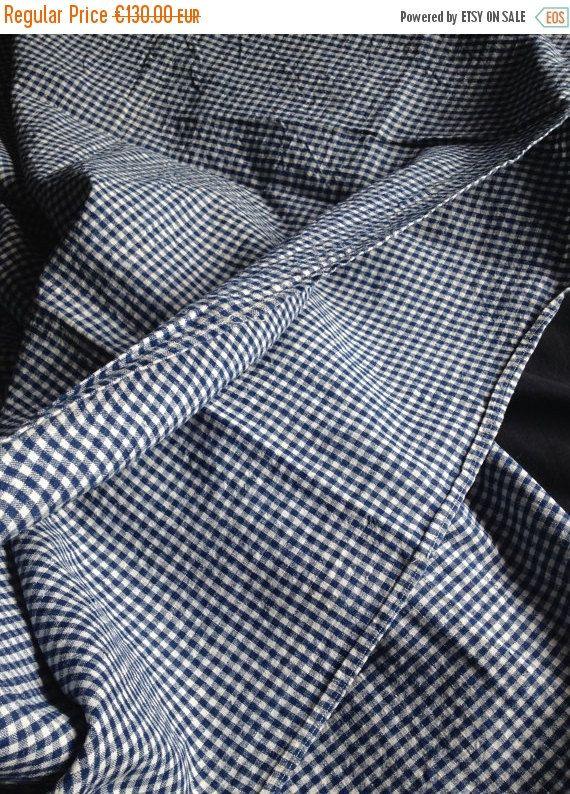 Superbe housse de couette ancienne  faite dans un tissu de 1ere qualité, épaisse inusable...  de petits carreaux bleu et blanc vichy   195 X 121 cm / 76.77 X 47.63  Shop friend: https://www.etsy.com/fr/shop/biarritzautrefois?ref=pr_faveshops  °°°°°°°°°°°°°°°°°°°°°°°°°°°°°°°°°°°°°°°°°°°°°°°°°°°°°°°°°°°°°°°°°°°°°°°°  Photos supplémentaires sur simple de demande  °°°°°°°°°°°°°°°°°°°°°°°°°°°°°°°°°°°°°°°°°°°°°°°°°°°°°°°°°°°°°°°°°°°°°°°°  Si un autre article vous intéresses, merci de me demander…