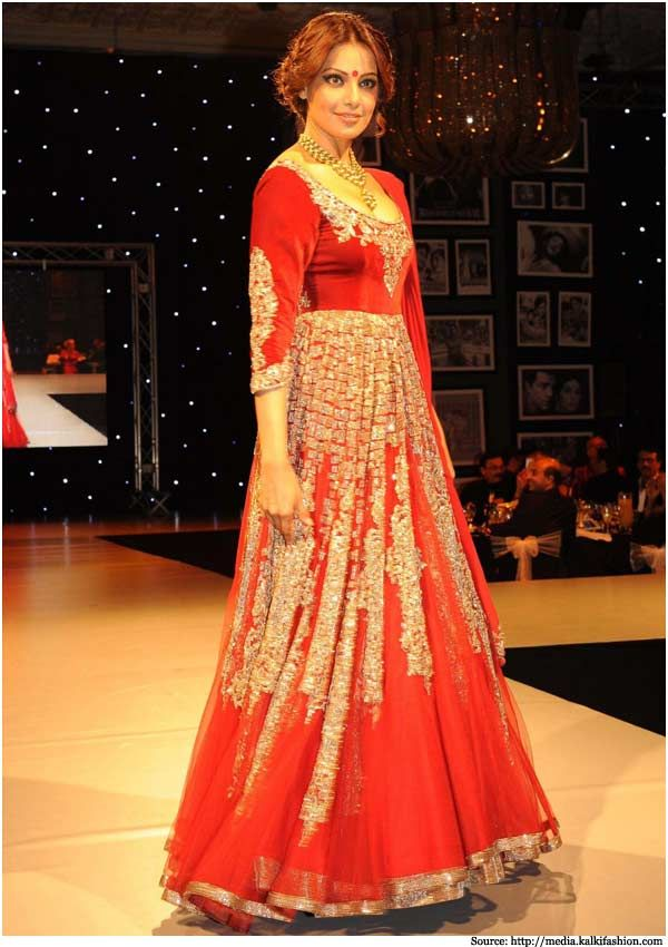 Bipasha Basu in red floor length anarkali suit by Manish Malhotra  #Bipashabasu #Manishmalhotra #anarkali