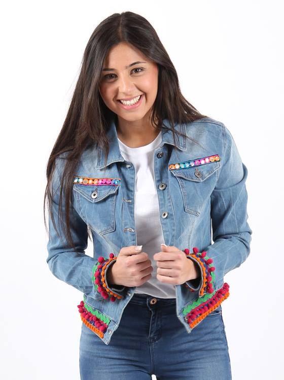 #cazadoravaquera #bohostyle decorada con pasamanería étnica en bolsillos, madroños en mangas y parte inferior y aplique étnico en la espalda