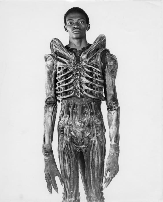 7-foot Bolaji Badejo, a Nigerian design student, in costume for the now classic sci-fi thriller Alien, 1978. http://t.co/pARNsX6PeE