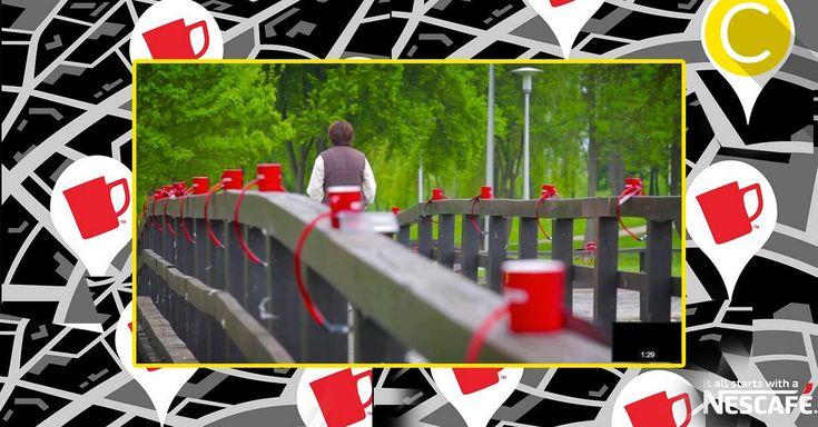 """Cosa ci fannomigliaia di tazze legate a ponti e recinzioni di alcune città croate? Ecco come Nescafé, il celebre brand di caffè solubile,ha preso ispirazione dai famosi """"lucchetti dell'amore""""per la sua nuova campagna di marketing outdoor/digital. Tutto risale all'inizio di quest'anno quando Nescafé ha deciso di incatenare migliaia di tazze brandizzatea ponti, panchine e cancellate…"""